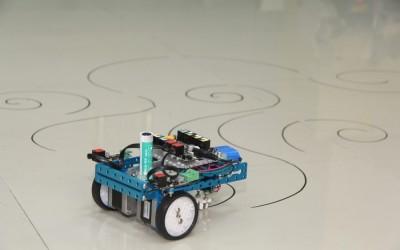 Costruisci un robot per disegnare, anche sui muri