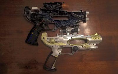 Sensore ultrasuoni Arduino: Riciclare una pistola giocattolo e fare una pistola ad ultrasuoni